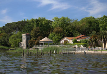 Puccini's House and Lake Tour, Torre del Lago, Italy di JohnBurke, su Flickr