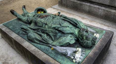 """The Grave of Victor Noir, Paris"" di Neil Howard, su Flickr"