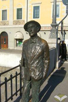 Statua di Joyce sul Ponterosso ©turismoletterario