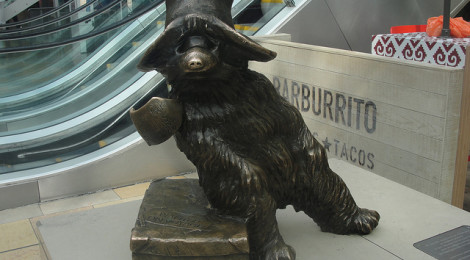 """Paddington Bear at Paddington Station by Sara, su Flickr"""