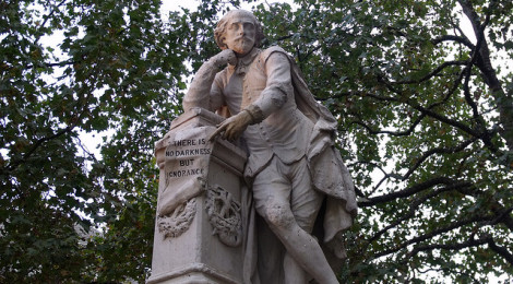 """statue of William Shakespeare at the centre of Leicester Square Gardens, London by Elliott Brown, su Flickr"""