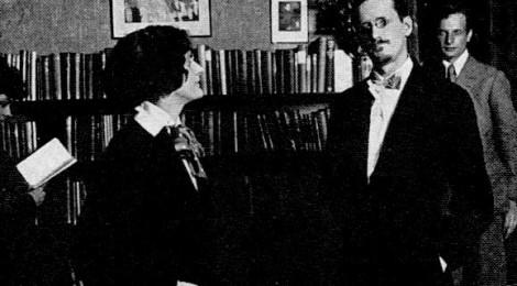 Sylvia Beach e James Joyce. Sullo sfondo Cyprian Beach, fratello della libraia
