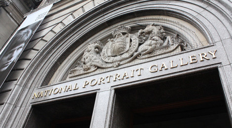 """National Portrait Gallery entrance"" di quite peculiar, su Flickr (Licenza CC)"