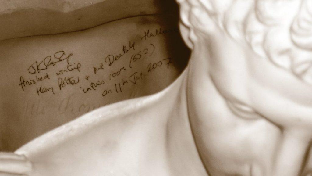 Il busto nella stanza 552 del Balmoral Hotel