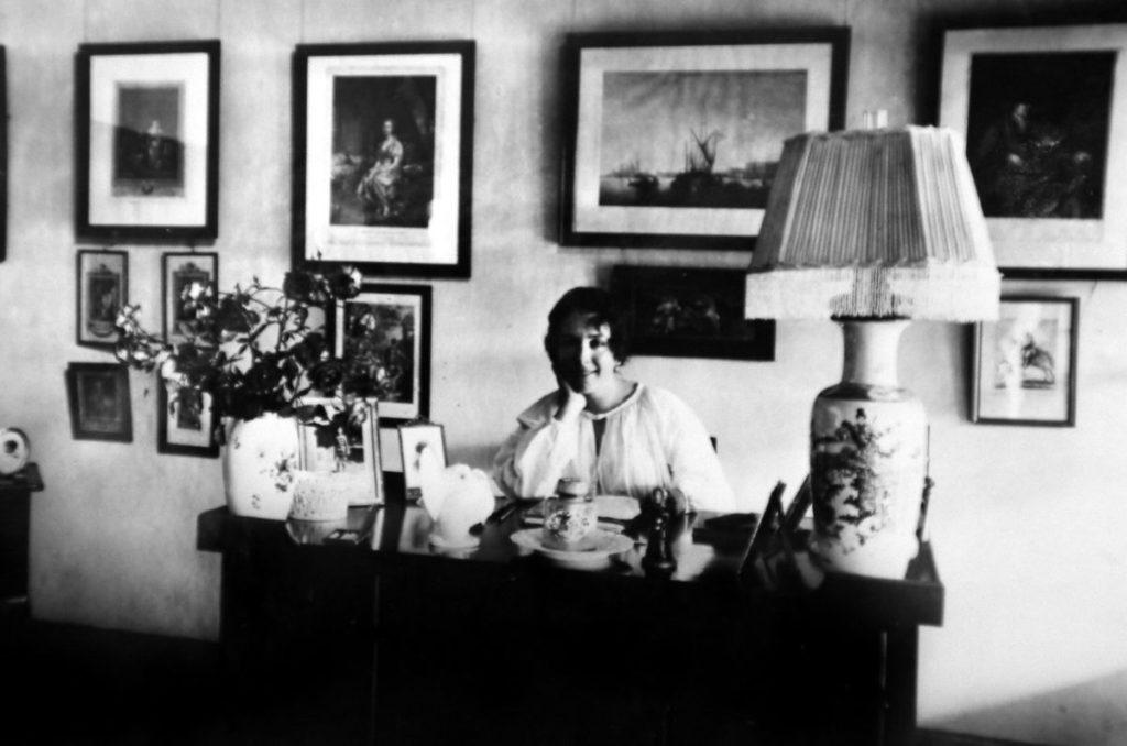 Karen Blixen nello studio della sua casa di Rungsted