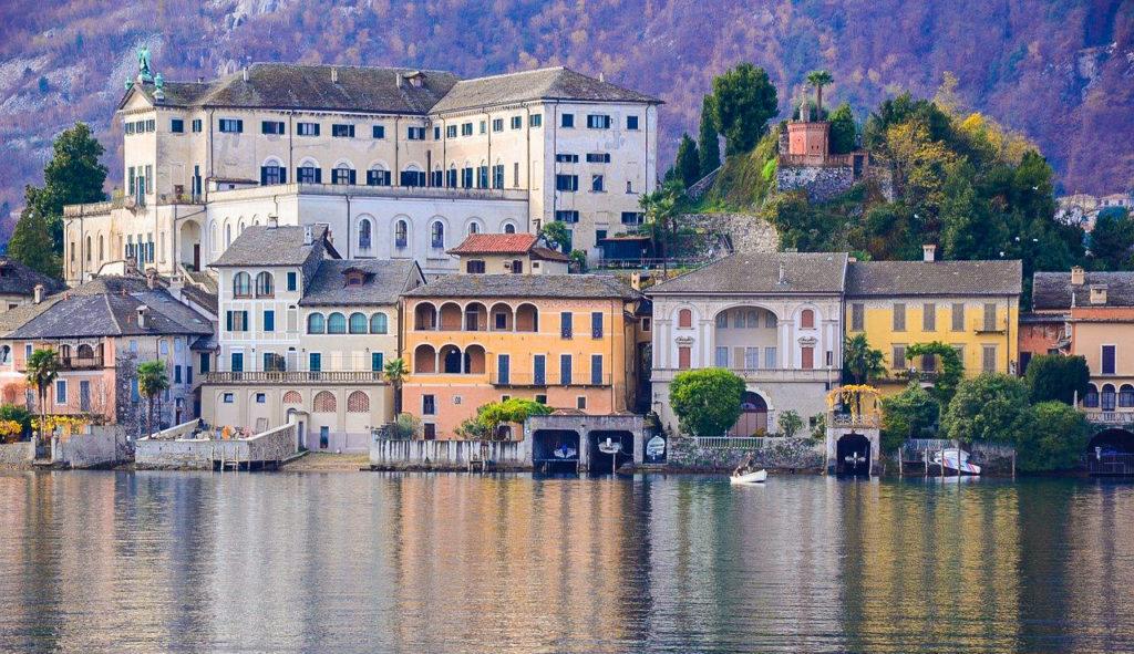 L'isola di San Giulio con il monastero