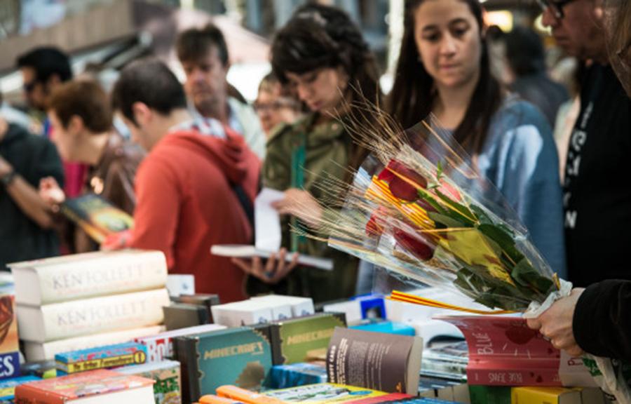 Rose e libri alla festa di Sant Jordi